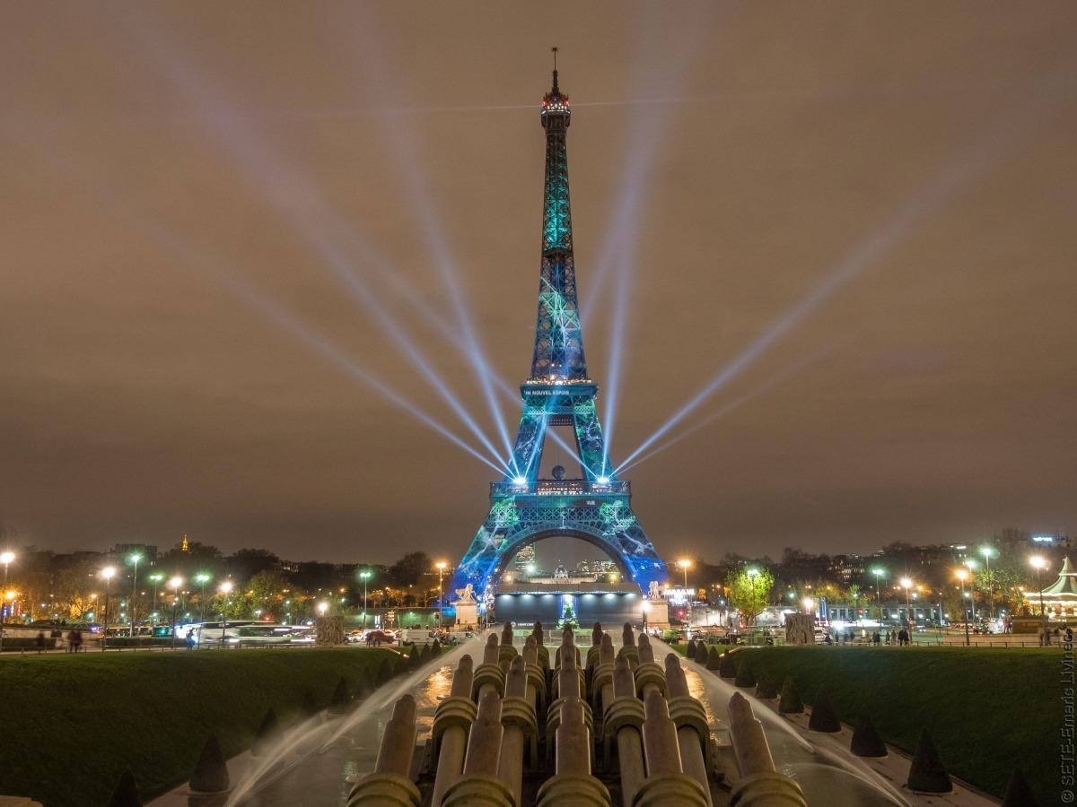 eiffel tower at night illuminations light show official website