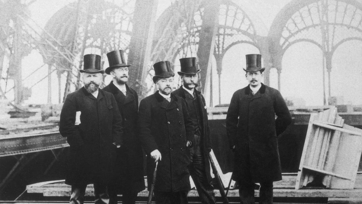 Gustave Eiffel et ses collaborateurs pendant la construction de la tour Eiffel