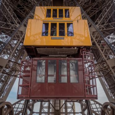 Renovating the North pillar elevator - Eiffel Tower