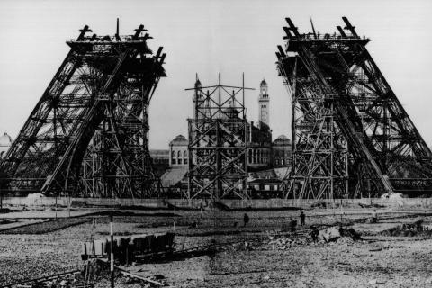 Eiffel Tower construction 1