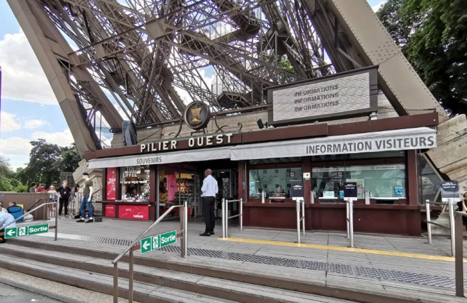Point information au pilier ouest