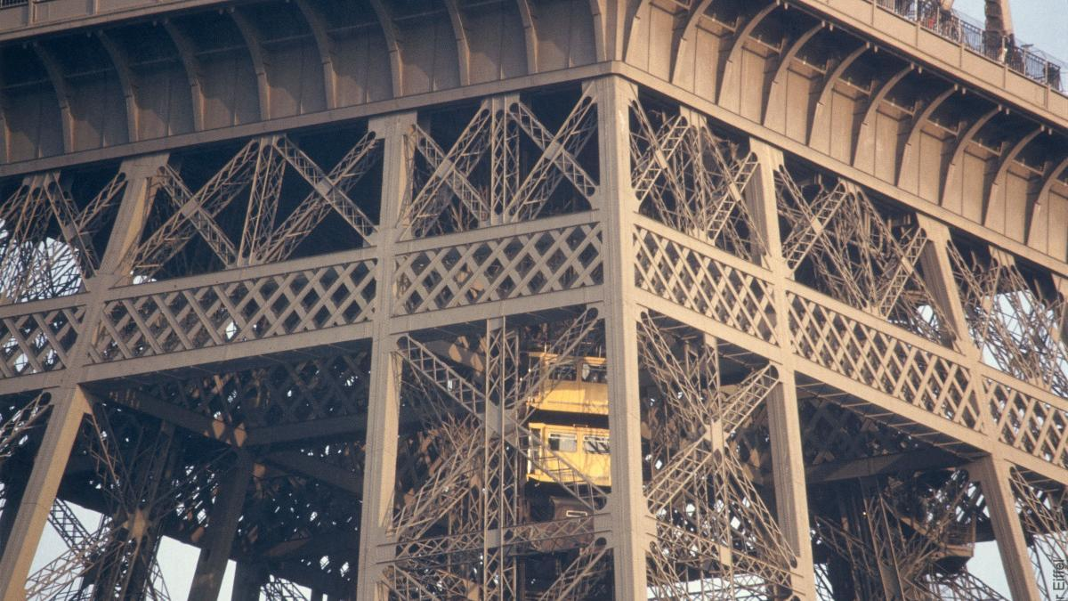 Eiffel Tower S Elevators A Lift To The Top Official Website