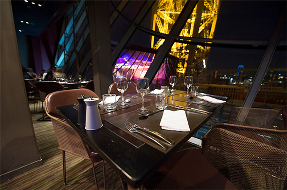 restaurants bars and stores at the eiffel tower. Black Bedroom Furniture Sets. Home Design Ideas